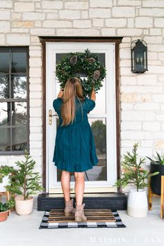 Don't miss these 5 unexpected holiday decorating tips for easy, no-hassle, beautiful Christmas decor! #holidaydecor #christmasdecor #decoratingtips
