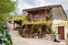 Ocho pueblos de montaña para perderse y apagar el móvil Gazebo, Pergola, Old World, Spain, Places To Visit, Outdoor Structures, Mountains, House Styles, Cottages