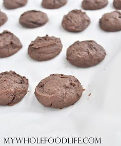 You must make these healthy chocolate cookies. NO oil, NO flour and NO refined sugars!  Vegan, gluten free and grain free.