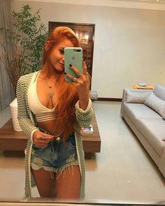 Look lindo 💞 #simplesvaidade #sv ▫ #lookbook #lookdodia #lookoftheday #girlfashion #cabelo #cabelosdivos #fashiongirl #blusa #shortinho #casaco #tendência #linda #cropped #look #looklindo #buenastardes #boatarde #goodafternoon #jeans #lookperfeito #lookdehoje #estilo #style #sabado #saturday #cinturaalta #hotpants #ruiva