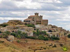 La Iglesia fortaleza de Santa María se alza en la parte alta del pueblo medieval de Ujué, en la zona este de Navarra, en la sierra de Ujué.