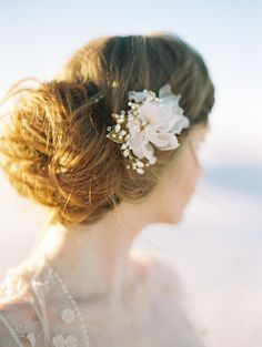 Silk Flower Hair Comb - © SIBO Designs Bridal Adornments & Veils www.sibodesigns.com | Photography by Brumley & Wells