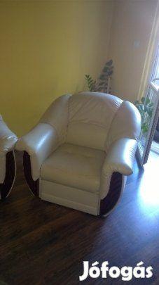 Eladó textilbőr ülőgarnitúra 3+1+1 -es: Törtfehér színű, fa berakással ellátott…