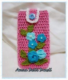 Ana Belli: Capa para Celular em Crochê (Flores Azuis)