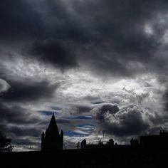 Looking like the heavens are about to burst very very soon.... ☔☔ #stockbridge #storm #weather #cloudporn #exploreedinburgh #scotlandlover #discoverscotland #igersedinburgh #stockbridgeedinburgh #stockbridge #edinburgh #scotland