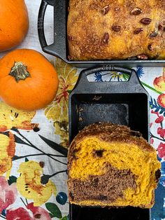Easy Holiday Recipes, Thanksgiving Recipes, Pumpkin Puree, Pumpkin Spice, Pandecoco Recipe, Casserole Pan, Lodge Cast Iron, Roasted Meat, Loaf Pan