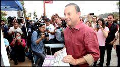 """@MFBeltrones está convencido de que Fernando Castro Trenti significa el cambio que se requiere en Baja California. Sobre si el PRI tendrá carro completo en la entidad, el diputado precisó que, tras las elecciones, la entidad contará con """"un mejor vehículo para el progreso""""."""