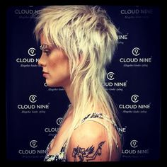 Mullet Haircut, Mullet Hairstyle, Cheveux Courts Funky, Medium Hair Styles, Short Hair Styles, Modern Mullet, Hair Cutting Techniques, Shag Hairstyles, Haircuts