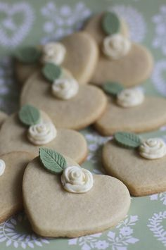 Ideas: biscuits for weddings. wedding directory-uk {wduk} ideas and inspirations. Heart Shaped Cookies, Heart Cookies, Cute Cookies, Cupcake Cookies, Fancy Cookies, Sugar Cookies, Biscuit Cake, Biscuit Cookies, Biscuit Decoration