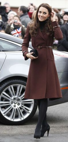 Again Kate pulls off the dark tights with a different colored jacket, so refined.:
