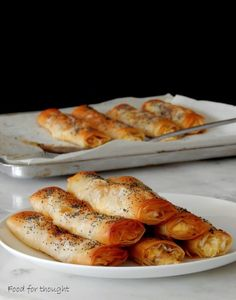 Food for thought Greek Appetizers, Appetizer Recipes, Greek Recipes, Wine Recipes, Greek Pastries, Weekday Meals, Cheese Recipes, Pizza Recipes, Food For Thought