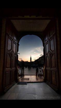 Puerta de la Parroquia de San Mateo.