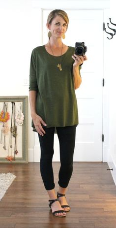 olive tunic & leggings, like the whole look Cute Dress Outfits, Sporty Outfits, Cool Outfits, Summer Outfits, Nike Outfits, Summer Dresses, Black Leggings Outfit Summer, Yoga Pants Outfit, Legging Outfits