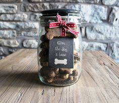 A Dog A Bone' Dog Biscuits Cute Homemade Christmas Gifts - Give the Dog a Bone - Click pic for 25 DIY Christmas Gifts in a Jar Dog Christmas Gifts, Christmas Jars, Handmade Christmas Gifts, Homemade Christmas, Holiday Gifts, Christmas Crafts, Cheap Christmas, Diy Christmas Hampers, Xmas Hampers