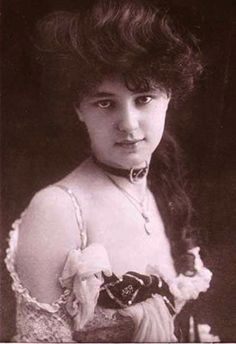 Evelyn Nesbit♥--Known to millions before her 16th birthday in 1900, Evelyn was the most photographed woman of her era, an iconic figure who set the standard for female beauty. Her jealous millionaire husband, Harry K. Thaw, killed her lover, Stanford White, the architect of much of New York. She found herself at the center of the Crime of the Century and the star of a great courtroom drama.