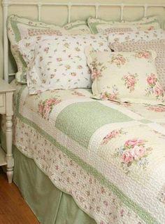 shabby chic cottage / shabby chic decor - shabby chic bedrooms - shabby chic furniture - shabby chic kitchen - shabby chic - shabby chic homes - shabby chic cottage - shabby chic crafts Shabby Chic Mode, Shabby Chic Living Room, Shabby Chic Interiors, Shabby Chic Bedrooms, Shabby Chic Cottage, Vintage Shabby Chic, Shabby Chic Style, Shabby Chic Furniture, Romantic Cottage