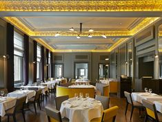 Restaurant Interior Ideas | Christopher's Bar in London | Inspiration & Ideas #restaurantinterior #restaurantinteriordesign #wheretoeatinlondon Find more here: http://www.brabbu.com/en/inspiration-and-ideas/world-travel/restaurant-interior-ideas-christophers-bar
