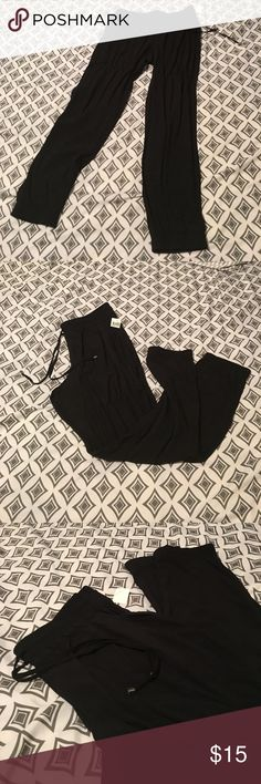 Free🎁w/purchase ⭐️Black pants Black comfy elastic & drawstring pant. Size Large, runs a little small. Elastic at bottoms of legs. Mid calf length. Two front pockets Pants Capris