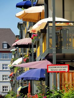 Sonnenschutz. http://stadtkindffm.wordpress.com/2013/06/18/bilder-der-stadt-062013/