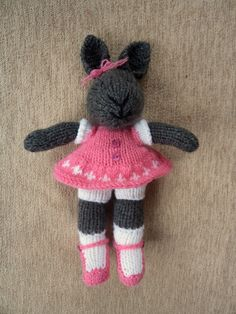 Knitted bunny in pink. Made by Hand to Hand Tigre - Tejidos