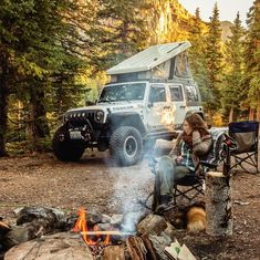 The Article To Suit Your Needs If You Value camping gear Don't Ignore These Pointers Jeep Wrangler Camper, Jeep Rubicon, Jeep Wrangler Girl, Jeep Camping, Camping Life, Family Camping, Camping Hacks, Jeep Wrangler Accessories, Jeep Accessories