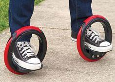 足にはめ込んで乗る 新しいカタチのスケートボード「The Sidewinding Circular Skates」