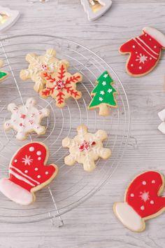 Une recette classique pour un Noël mémorable! Cookies, Desserts, Christmas, Sweet Cookies, Sugar, Classic, Recipes, Crack Crackers, Tailgate Desserts