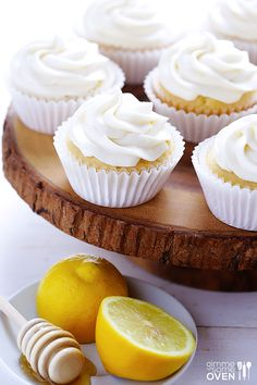 Delicious honey lemon cupcakes are topped with a heavenly honey cream cheese frosting. Lemon Desserts, Köstliche Desserts, Lemon Recipes, Delicious Desserts, Yummy Food, Honey Recipes, Plated Desserts, Honey Cupcakes, Yummy Cupcakes