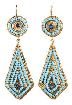 Pendientes largos de turquesas y zafiros Oro de 14K, zafiros talla redonda, 0,60 cts y cuentas de turquesas. 6,5 cm. 13 gr Precio de salida: 675€