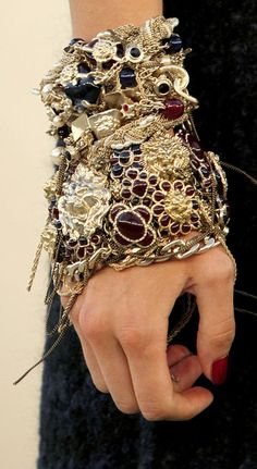bold and chunky...    http://pinterest.com/charsky/thought-provoking-jewellery/