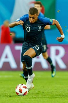 Kylian Mbappe of France controls the ball during the 2018 FIFA World Cup Russia Semi Final match between France and Belgium at Saint Petersburg. Football Icon, Sport Football, Football Players, Solo Soccer, Soccer Stars, France National Team, As Monaco, International Teams, Football Wallpaper