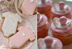Imagens: http://www.flickr.com/photos/sweetness-cakes-confectionery/8620716525/in/photostream e http://www.twotwentyone.net