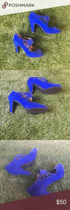 Moda Cobalt Blue Heels with Cutout Detail. Super cute cobalt blue Moda heels size 7.5. Only worn a handful of times. Very comfortable, the elastic on the front helps support the foot. Moda International Shoes Heels