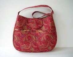 Shoulder bag in Cranberry Paisley with Outside Pockets