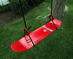 Skateboard Swing: Great for the Boy Boarder.now to find a tree strong enough in the backyard for this fun twist on the standard swing seat. Outdoor Swing Seat, Outdoor Fun, Outdoor Spaces, Skates, Skateboard Swing, Chambre Indie, Cool Swings, Skateboard Furniture, Skate Decks