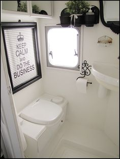 Home Sweet Motorhome: Aktuelle Bilder | One of my FAVORITE RV remodels – LOVE all the black and white!