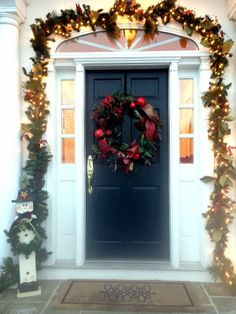Your Guide to Throwing the Perfect Holiday Party!   The Beautiful Life Dress up your front door, holiday decorating, decorating for a holiday party