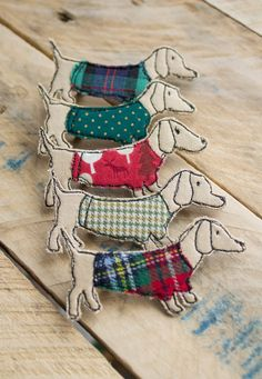 Textile Sausage Dog Brooches by Katie Essam. Items similar to Textile Sausage Dog Brooch on Etsy Handmade, freehand machine embroidered and appliquéd fabric, Sausage Dog in jumper brooch. A Mixed Media Textile Artist with a passion for all things vintage Freehand Machine Embroidery, Free Motion Embroidery, Free Machine Embroidery, Embroidery Applique, Machine Quilting, Embroidery Designs, Art Textile, Textile Jewelry, Fabric Jewelry