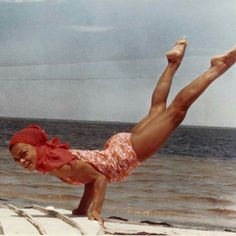 Eartha Kitt (American actress, singer, cabaret star, dancer & stand-up comedian) practicing yoga on the beach (vintage yoga photo) . Pilates, Vintage Beach Photos, Yoga History, All Yoga Poses, Eartha Kitt, Yoga World, Yoga Pictures, Yoga Pics, Yoga Images