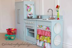 I don't care if this is a pretend kitchen. I want my real one to look like this. With that fabric-yessss.
