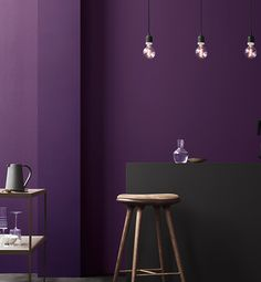 Pantone influences our seasonal color trends. The Pantone Institute 2018 Color Of The Year is Ultra Violet It is a combination of red and blue. Color Trends 2018, 2018 Color, Interior Design, Interior Paint, Deco Violet, Salons Violet, Murs Violets, Purple Interior, Black Interiors