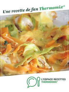 Suprême de poulet aux tagliatelles de carottes et courgettes et son riz parfumé aux legumes par pattybb. Une recette de fan à retrouver dans la catégorie Plat principal - divers sur www.espace-recettes.fr, de Thermomix<sup>®</sup>. Zucchini, Batch Cooking, Diet And Nutrition, Salad Recipes, Meal Prep, Food To Make, Cabbage, Curry, Food And Drink