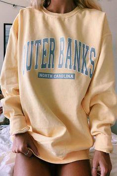 Sweatshirt Outfit, Graphic Sweatshirt, Friends Sweatshirt, Hoodie, Banks, Cute Sweatshirts, Womens Oversized Sweatshirts, Mode Style, Look Cool