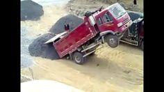 Caminhão CHINES Nova Maneira De Descarregar O Caminhão- kkkk Muito Louco