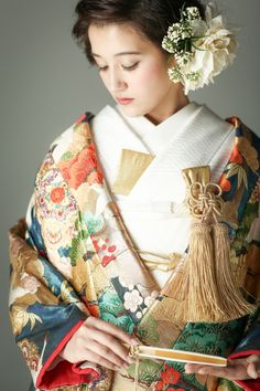 古典柄 色打掛 唐花に松梅 黒/グレー/グリーン Kimono Fashion, Ethnic Fashion, Asian Fashion, Japanese Wedding Kimono, Japanese Kimono, Traditional Kimono, Traditional Outfits, Kimono Japan, Japanese Costume