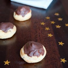 Chocolate Buns with crème pâtissière (French recipe with English translation)