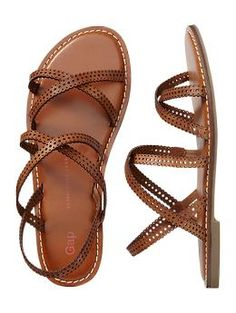 Gap has some beauties 🙂 Gorgeous brown strappy sandals! – Mary Johnson Gap has some beauties 🙂 Gorgeous brown strappy sandals! Gap has some beauties 🙂 Gorgeous brown strappy sandals! Sock Shoes, Cute Shoes, Me Too Shoes, Shoe Boots, Flat Sandals, Strap Sandals, Leather Sandals, Brown Sandals, Flat Shoes