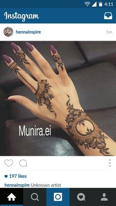 Though traditional mehndi designs will never go out of trend, experimenting with designs is a great fun. So, try something sassy and modish! Henna Hand Designs, Mehandi Designs, Mehndi Designs Finger, Arabic Henna Designs, Mehndi Design Pictures, Mehndi Designs For Fingers, Beautiful Henna Designs, Latest Mehndi Designs, Henna Tattoo Designs