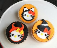 Hello Kitty dressed up for Halloween cupcakes