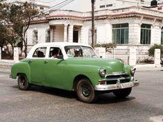 green car in Havanna Classic Car Insurance, Cuban, Dream Cars, Classic Cars, Color Palettes, Vehicles, Green, Chrome, Colours